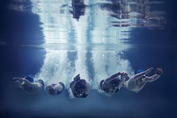 dee:pdive Product Ownership Trainingsangebot - eine Tauchergruppe im Wasser